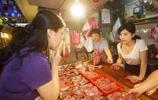 """實拍""""豬肉西施""""——農村女性市場賣豬肉,生意火爆讓人嫉妒"""