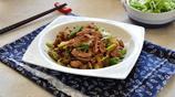秋冬時節,該來一盤蔥爆肉了,肉片鮮嫩大蔥香滑,下酒下飯最合適
