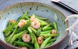 蘆筍怎麼炒才好吃?只需多1步,碧綠爽脆,好吃到要發瘋