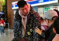 周琦抵達瀋陽!遼寧隊總經理親自接機 遼迷:歡迎周琦回家