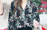 唱著《我很快樂》的劉惜君 穿著綠色印花襯衫走來了