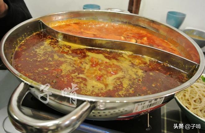 6人在家吃火鍋,一桌好菜才200元,吃著舒坦比在外面點菜划算多了