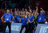 尼古拉-武切維奇祝賀斯諾文尼亞進軍歐錦賽決賽