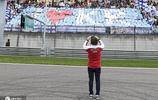 F1中國大獎賽車迷太熱情,漢密爾頓也拿出手機拍視頻留念