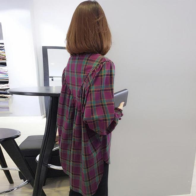 太美了,現在的女人穿這襯衫,不薄不厚,搭半身裙美絕了
