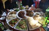 東北婚宴一桌十六個菜 有魚有肉有米有饃 擺盤方式你絕對沒見過