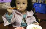看張丹峰是如何把女兒彤彤寵成小公主!