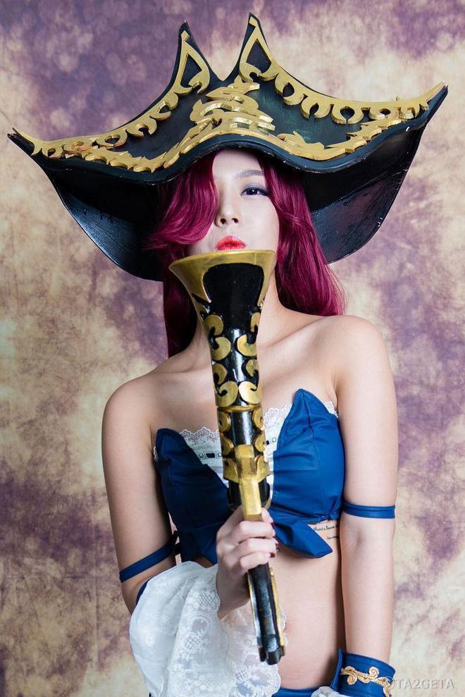 英雄聯盟厄運小姐豪氣cosplay欣賞,扮相不錯,就是這槍有點假