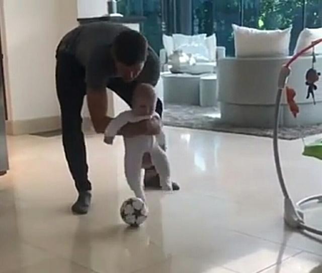 傑拉德:踢球,要從娃娃抓起