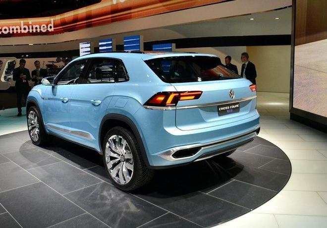 大眾新C級車曝光,比奧迪豪華的內飾,無邊框門設計