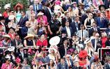英國皇家賽馬持續的第五天,今年賽事更吸眼球的是這些別出心裁的禮帽們,圖10的美女太搶眼了