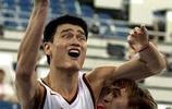 籃球賽場中這些動作戳中了你的笑穴了嗎?
