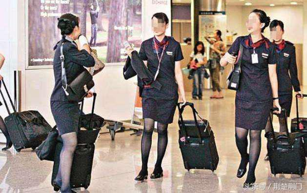 香港空姐拒掛中文名牌,飛行旅途服務員都敢嫌棄中文名,怪自己爹沒給自己取個高大上白富美的名字咯!