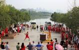 湖北男子花10萬製作巨型陀螺,重達3700斤,兩人一起才能抽動