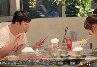 王思聰夜晚會見清純黃衣妹,吃飯低頭,一隻手全程藏在桌子底下!