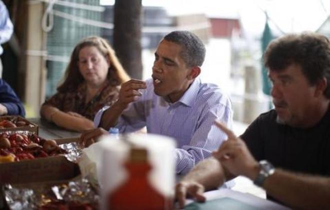 一組奧巴馬吃飯照,親民隨和,並不神祕