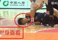可蘭白克拼搶球權致使趙睿受傷倒地、誰注意可蘭白克之後的舉動?