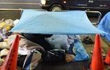 日本繁華街頭流浪漢的真實生活,貧困還不忘看書