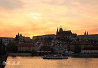 去查理大橋,看布拉格最美的日出和日落