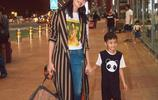 姚晨現身機場啟程米蘭時裝週,網友:兒子好帥,姚晨簡單的漂亮