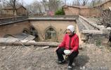 河南81歲老奶奶瞞著兒子,偷偷從城裡回老家獨住地坑院,啥原因?