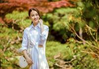 李小冉也太會保養了,43歲穿白襯衫漸變裙,美得像精靈一樣