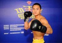 中國散打冠軍,僅49秒就被馬庫斯KO進了醫院,連裁判都看怕了