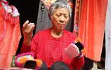 6旬老人退休後當繡娘,一件作品賣600,知道她身份後竟然都不嫌貴