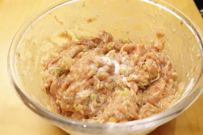 西葫蘆這樣做太好吃了,不燉不煮,營養美味,我家隔三差五做著吃