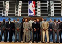 10年前曾讓庫裡做背景,結果5年換5隊已遠離NBA,庫裡則2MVP3冠軍