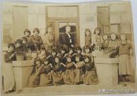 一張偽滿時期吉林鄉鎮小學的女生合影照的故事
