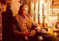 80年代經典電影,退役軍人遭受警察欺凌,逃往深山絕地反擊