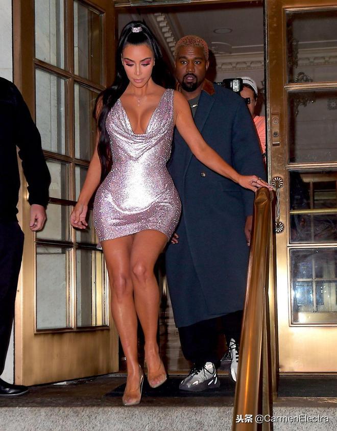 金二姐紐約出席活動 閃亮禮服配高跟鞋