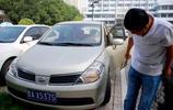 老司機每天開車前繞車一圈是在看什麼?
