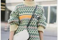 袁泉又一次讓我們開眼界了,拼色毛衣很好看,卻被橘色高跟鞋搶鏡