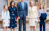 46歲西班牙王后穿碎花長裙仍似少女 卻被80歲婆婆搶去風頭