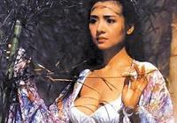 她稱得上柳巖的鼻祖,被午馬啟用得到了周星馳的大力賞識,消失23年今何在