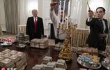政府關門只好點外賣 特朗普自掏腰包用美國三大快餐招待球隊