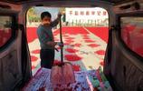 金秋時節滿山遍野的山萸肉 吸引眾多遊人拍美景