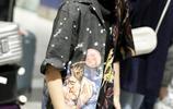 好酷一女孩!張子楓漁夫帽遮面機場疾行,穿嘻哈風T恤帥氣有趣