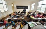 貴州大山深處一教師為了25名學生,堅守大山從教6年多,身兼多職