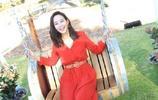 張鈞甯出席品牌活動。身穿紅色長裙搭配黑色高跟鞋,優雅氣質盡顯