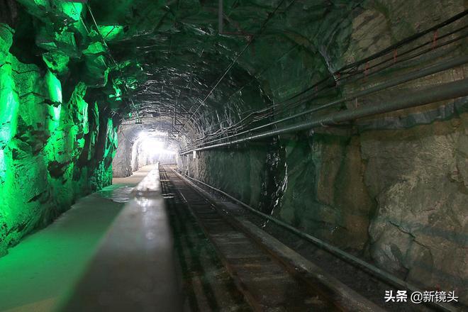 地下1000米的金礦礦井內部實拍,在這裡還拍過一部電影