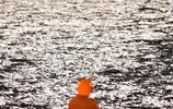 中秋節到了,你家人喊你一起去海邊賞月……