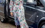 伊萬卡·特朗普出席論壇,身穿一襲印花連衣裙,顯出高挑身材