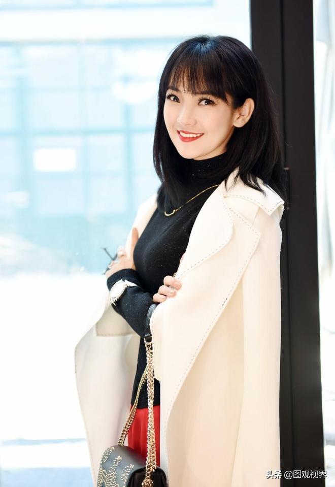 蒙古族漂亮女孩,被譽為華語樂壇美音精靈,擁有至情至美的聲音