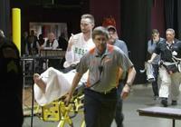 海沃德離開球館向球迷豎大拇指,將飛往波士頓治療