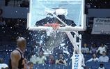 球員扣碎籃板瞬間,奧尼爾和這些人比簡直是小巫見大巫!