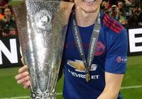 瘦弱的他三年前加盟,如今卻在曼聯踢出了最紅魔的足球!