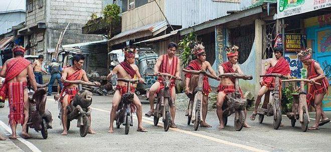 你以為你開保時捷就拉風嗎,比起菲律賓土著出行工具簡直弱爆了